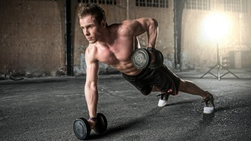 Man doing push-ups and rows with dumbbells